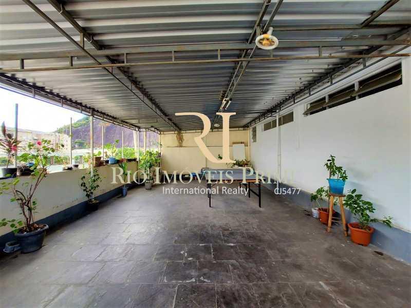 TERRAÇO CONDOMÍNIO. - Apartamento à venda Rua Visconde de Figueiredo,Tijuca, Rio de Janeiro - R$ 360.000 - RPAP10062 - 23