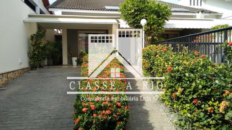 2 - Freguesia-Casa Linear condominio 3 quartos, 2 suites,2 vagas de garagem - FRCN30030 - 3