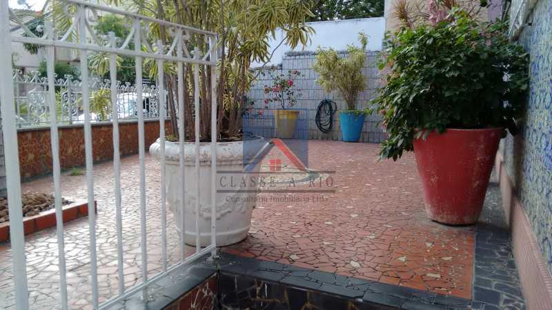 4 - Vila da Penha-Casas linear, 2 quartos, 5 vagas de garagem, amplo quintal, ótima localização - FRCA20005 - 8