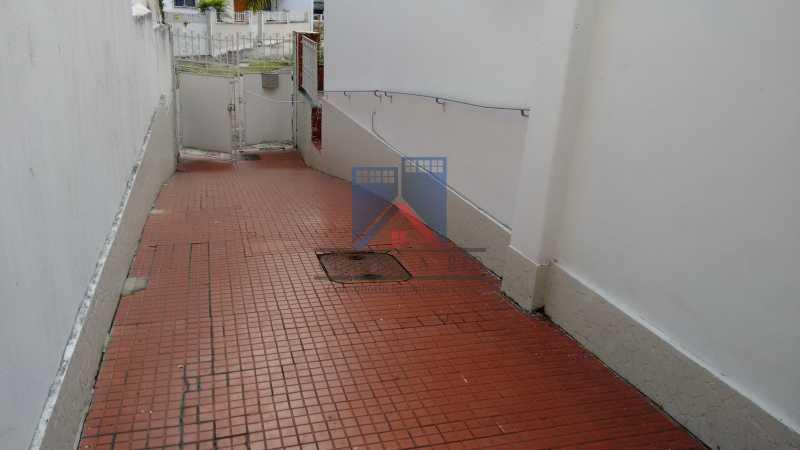 5 - Vila da Penha-Casas linear, 2 quartos, 5 vagas de garagem, amplo quintal, ótima localização - FRCA20005 - 9