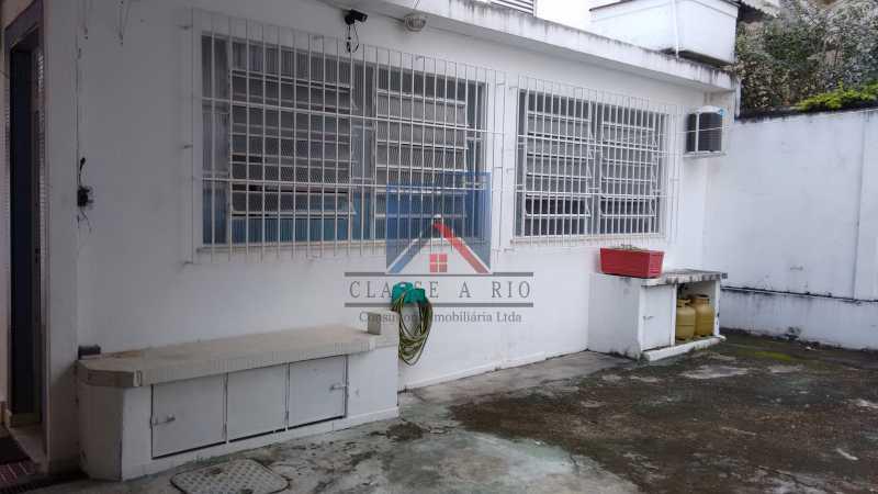 7 - Vila da Penha-Casas linear, 2 quartos, 5 vagas de garagem, amplo quintal, ótima localização - FRCA20005 - 30