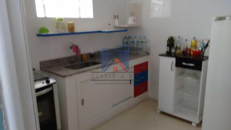 13 - Vila da Penha-Casas linear, 2 quartos, 5 vagas de garagem, amplo quintal, ótima localização - FRCA20005 - 20