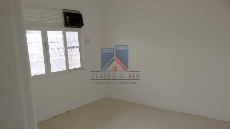 18 - Vila da Penha-Casas linear, 2 quartos, 5 vagas de garagem, amplo quintal, ótima localização - FRCA20005 - 17