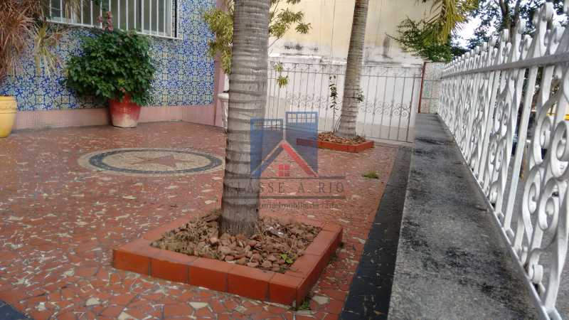 31 - Vila da Penha-Casas linear, 2 quartos, 5 vagas de garagem, amplo quintal, ótima localização - FRCA20005 - 6