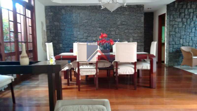 16 - Freguesia-Casa Área Nobre, Cond, fechado, 06 vagas garagem, 03 salas, 03 quartos suites, 02 closets, lazer - FRCN30035 - 10