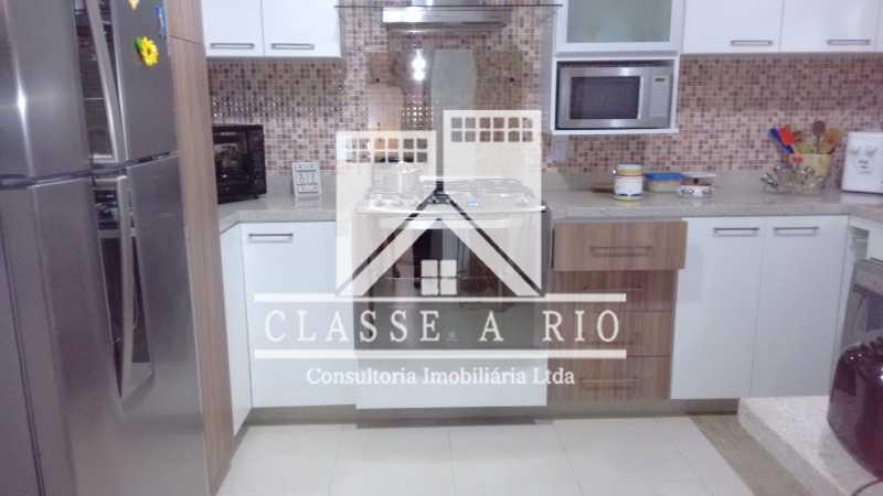 010 - Pechincha-Otima casa condominio,3 quartos,suite, 3 vagas de garagem - FRCN30003 - 11