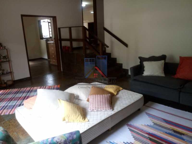 24 - Taquara - Linda Casa Condomínio - 3 Salas / 3 Qts / 2 suítes. - FRCN30036 - 24