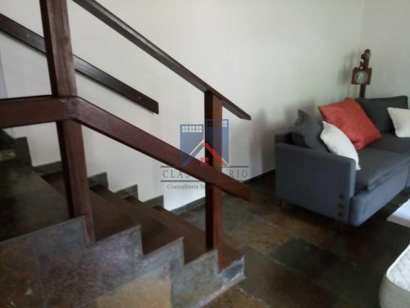 26 - Taquara - Linda Casa Condomínio - 3 Salas / 3 Qts / 2 suítes. - FRCN30036 - 26