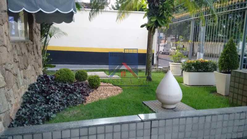 27 - Vendo-Praça Seca-Cobertura duplex, 186 metros, 03 quartos, 02 suites, dep.emp., 02 vagas de garagem - FRCO30013 - 28