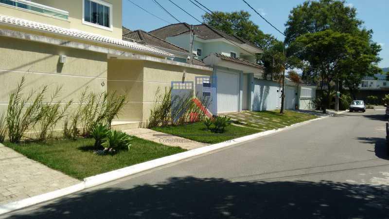 101 - Casa em Condominio, Bela Casa,Amplo Terreno,04 suites,piso Porcelanto, 04 vagas de garagem - FRCN40045 - 3