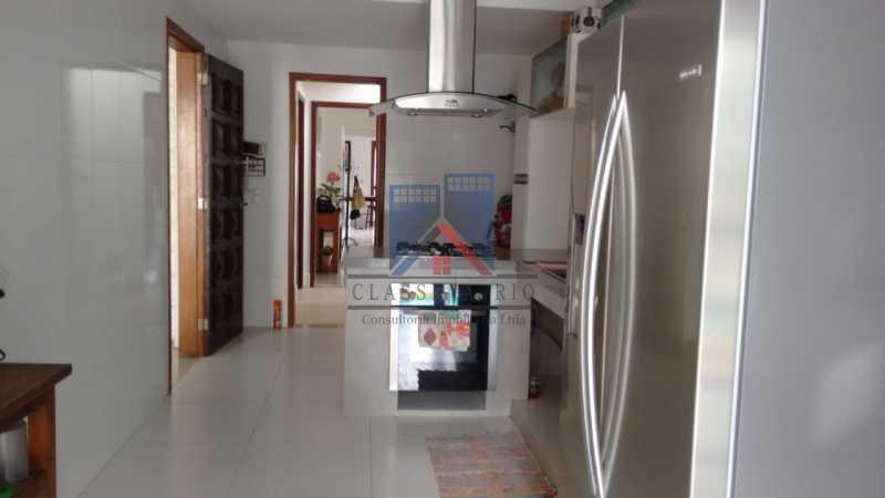 24 - Anil-Casa Duplex, Terreno 740 Metros Plano, Salão 03 Ambientes, Porcelanato, 04 Quartos Suites,Lazer, 04 Vagas de Garagem. Otima Localização - FRCA40007 - 24