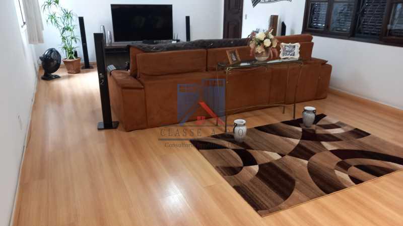 20210406_161413 - FREGUESIA-Excelente Casa Duplex, 03 quartos, 02 Suites, 02 Salas, Copa Cozinha, Armários, 03 Vagas de Garagem, Area de Lazer - FRCA30010 - 25