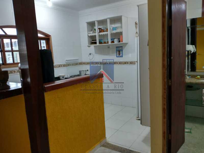 19 - CABO FRIO (PERÓ)-ALUGUEL-CASA EM CONDOMINIO, PRÓXIMO A PRAIA, 03 QUARTOS, 03 BANHEIROS, SUITE,TERRAÇO, QUINTAL COM CHURRASQUEIRA , LAZER NO COND., 05 VAGAS DE GARAGEM - FRCN30053 - 19