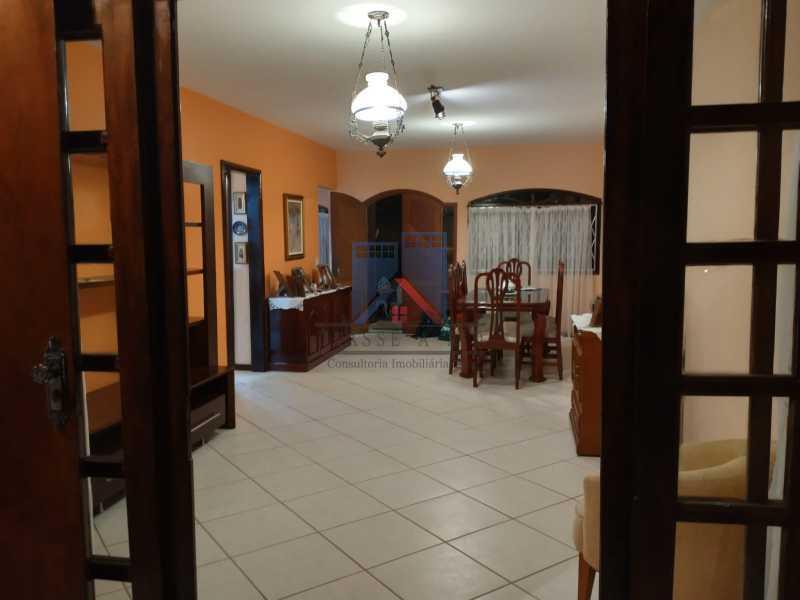12 - Pechincha-Próximo ao Center Shopping, Casa Maravilhosa, 04 quartos (03 suites), 05 vagas de garagem - FRCA40009 - 11