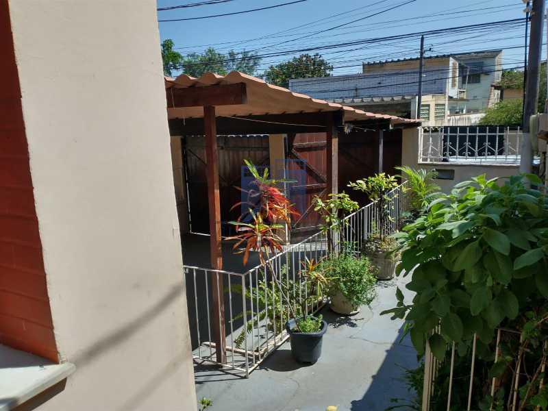 2 - Marechal Hermes- Duas Casas em terreno de 300 metros, total de 05 quartos, 01 vaga de garagem coberta. - FRCA50003 - 4