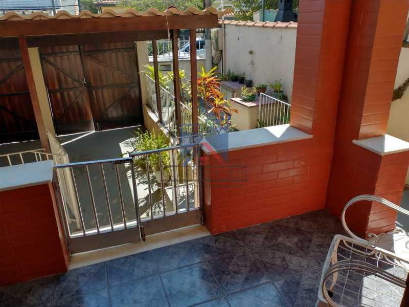 3 - Marechal Hermes- Duas Casas em terreno de 300 metros, total de 05 quartos, 01 vaga de garagem coberta. - FRCA50003 - 1