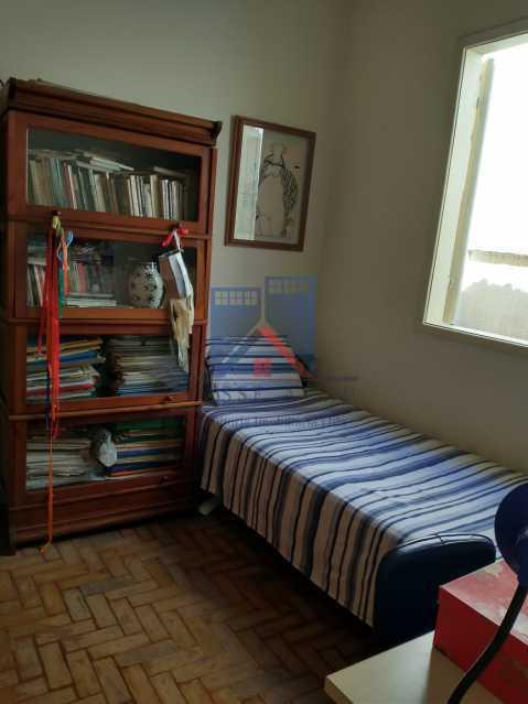 4 - Marechal Hermes- Duas Casas em terreno de 300 metros, total de 05 quartos, 01 vaga de garagem coberta. - FRCA50003 - 28