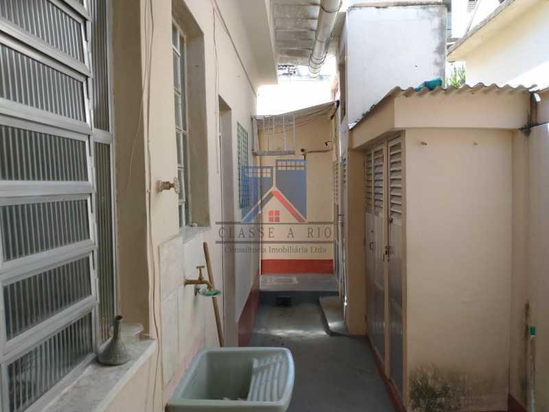 5 - Marechal Hermes- Duas Casas em terreno de 300 metros, total de 05 quartos, 01 vaga de garagem coberta. - FRCA50003 - 20