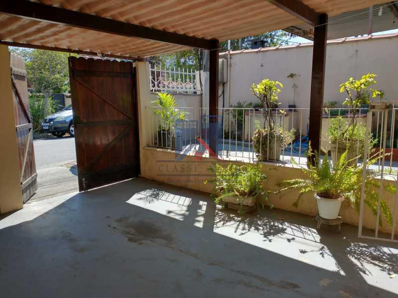 7 - Marechal Hermes- Duas Casas em terreno de 300 metros, total de 05 quartos, 01 vaga de garagem coberta. - FRCA50003 - 6