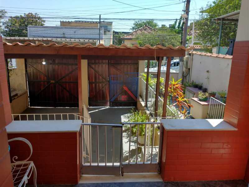 11 - Marechal Hermes- Duas Casas em terreno de 300 metros, total de 05 quartos, 01 vaga de garagem coberta. - FRCA50003 - 3