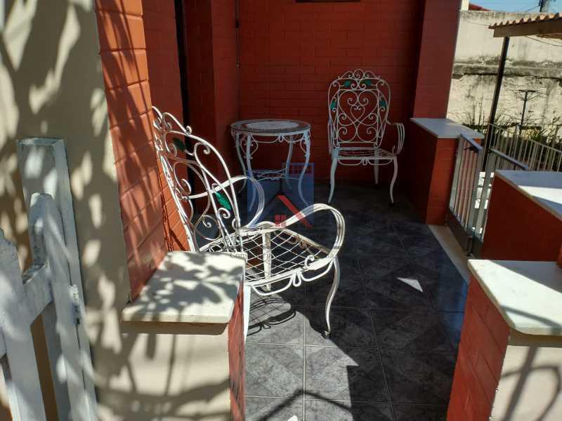 16 - Marechal Hermes- Duas Casas em terreno de 300 metros, total de 05 quartos, 01 vaga de garagem coberta. - FRCA50003 - 8
