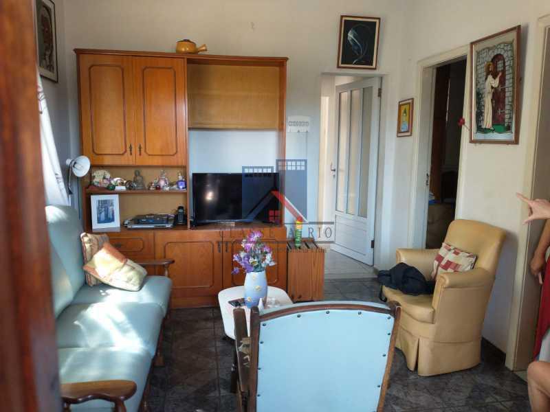 25 - Marechal Hermes- Duas Casas em terreno de 300 metros, total de 05 quartos, 01 vaga de garagem coberta. - FRCA50003 - 10