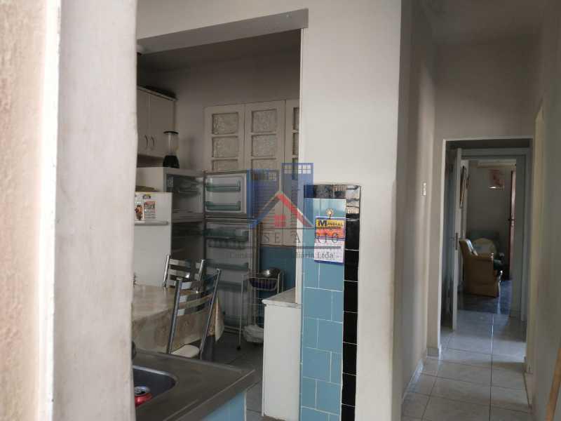 27 - Marechal Hermes- Duas Casas em terreno de 300 metros, total de 05 quartos, 01 vaga de garagem coberta. - FRCA50003 - 19