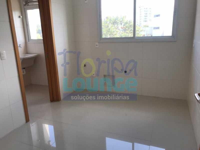 COZINHA - Apartamento À venda no bairro Agronômica em Florianópolis, com 3 dormitórios suítes - AGR3AP 2073 - 11