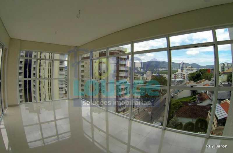 SALA COM VIDROS - Apartamento À venda no bairro Agronômica em Florianópolis, com 3 dormitórios suítes - AGR3AP 2073 - 4
