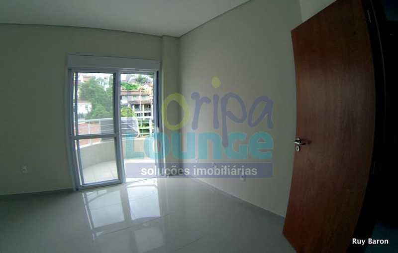 DORMITÓRIO COM SACADA - Apartamento À venda no bairro Agronômica em Florianópolis, com 3 dormitórios suítes - AGR3AP 2073 - 19
