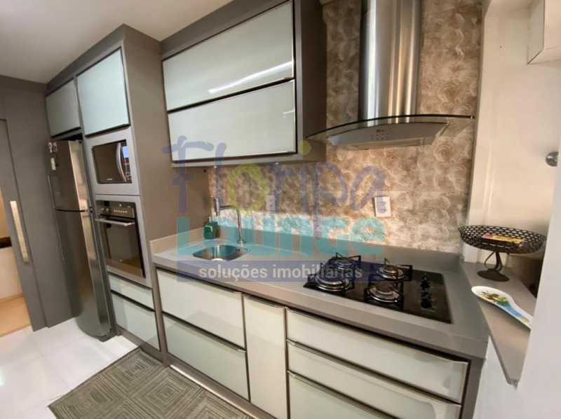 Cozinha - Apartamento no Centro com 3 dormitórios, sendo 2 suítes - CEN3AP2191 - 9