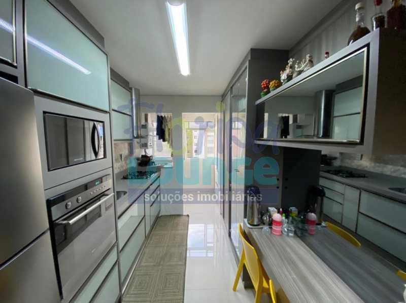 Cozinha - Apartamento no Centro com 3 dormitórios, sendo 2 suítes - CEN3AP2191 - 14