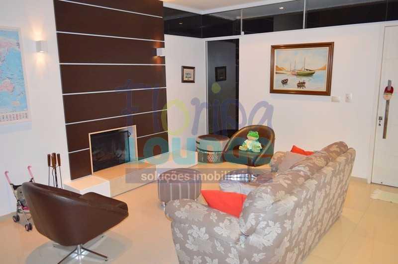 SALA COM LAREIRA - Casa À venda no Condomínio Village Club, bairro Saco Grande com 3 suítes - SGRCC2207 - 4