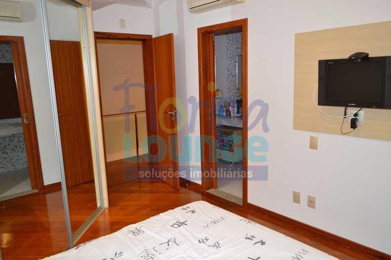 SALA - Casa À venda no Condomínio Village Club, bairro Saco Grande com 3 suítes - SGRCC2207 - 5