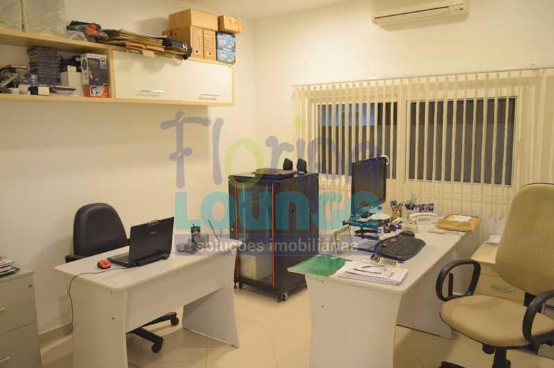 ESCRITÓRIO - Casa À venda no Condomínio Village Club, bairro Saco Grande com 3 suítes - SGRCC2207 - 16