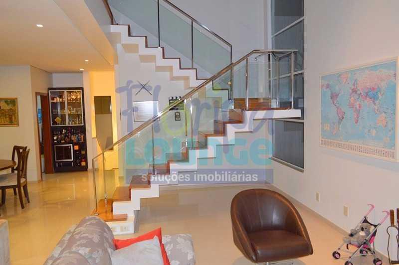 ESCADA - Casa À venda no Condomínio Village Club, bairro Saco Grande com 3 suítes - SGRCC2207 - 8