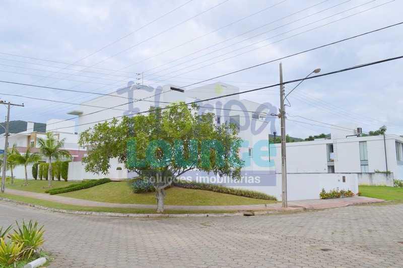 VISTA DA RUA - Casa À venda no Condomínio Village Club, bairro Saco Grande com 3 suítes - SGRCC2207 - 27
