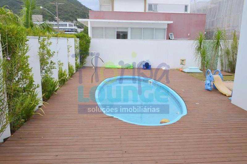 PISCINA - Casa À venda no Condomínio Village Club, bairro Saco Grande com 3 suítes - SGRCC2207 - 25