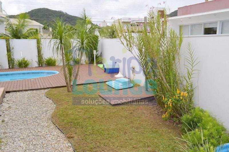 PISCINA - Casa À venda no Condomínio Village Club, bairro Saco Grande com 3 suítes - SGRCC2207 - 26