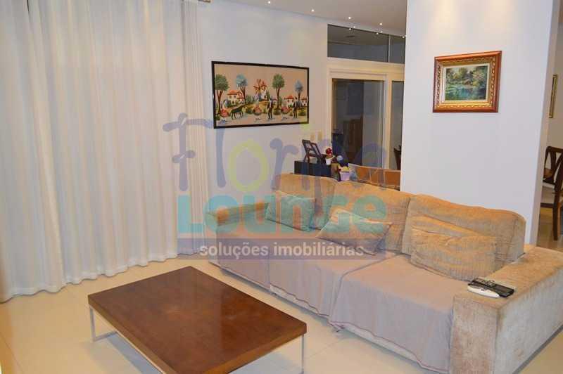 SALA DE ESTAR - Casa À venda no Condomínio Village Club, bairro Saco Grande com 3 suítes - SGRCC2207 - 6
