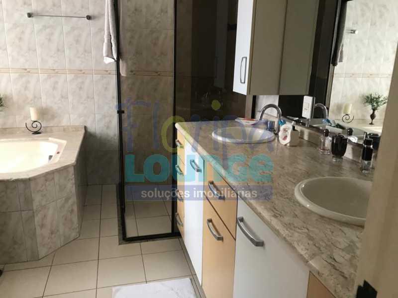 BANHEIRO COM HIDRO - Casa em condomínio em cacupé com 5 suítes - CACCC2216 - 12