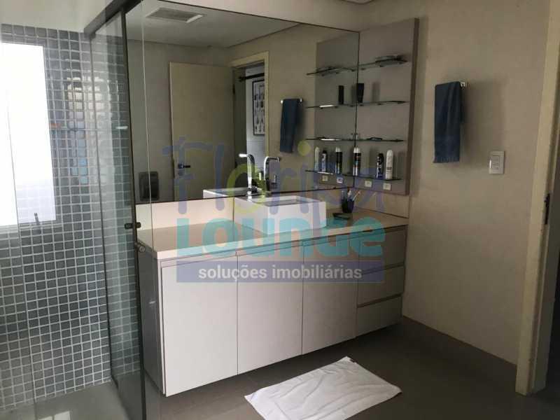 BANHEIRO - Casa em condomínio em cacupé com 5 suítes - CACCC2216 - 23