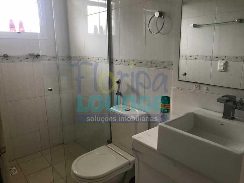 BANHEIRO - Casa em condomínio em cacupé com 5 suítes - CACCC2216 - 27