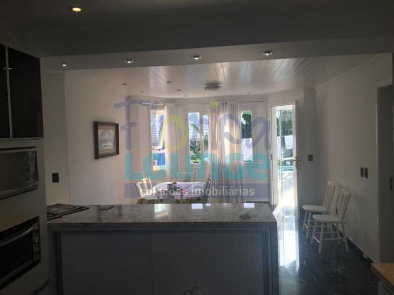 COZINHA - Casa a venda no bairro Jurerê Internacional em Florianópolis. - JUR4C2224 - 12