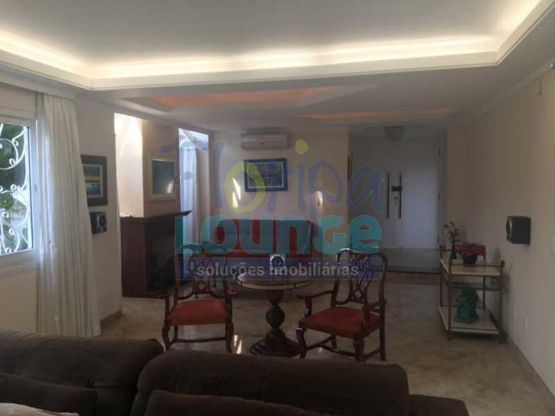 SALA - Casa a venda no bairro Jurerê Internacional em Florianópolis. - JUR4C2224 - 6