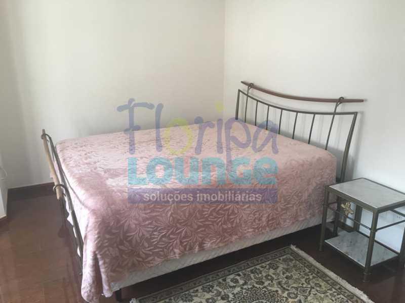 DORMITÓRIO - Casa a venda no bairro Jurerê Internacional em Florianópolis. - JUR4C2224 - 19