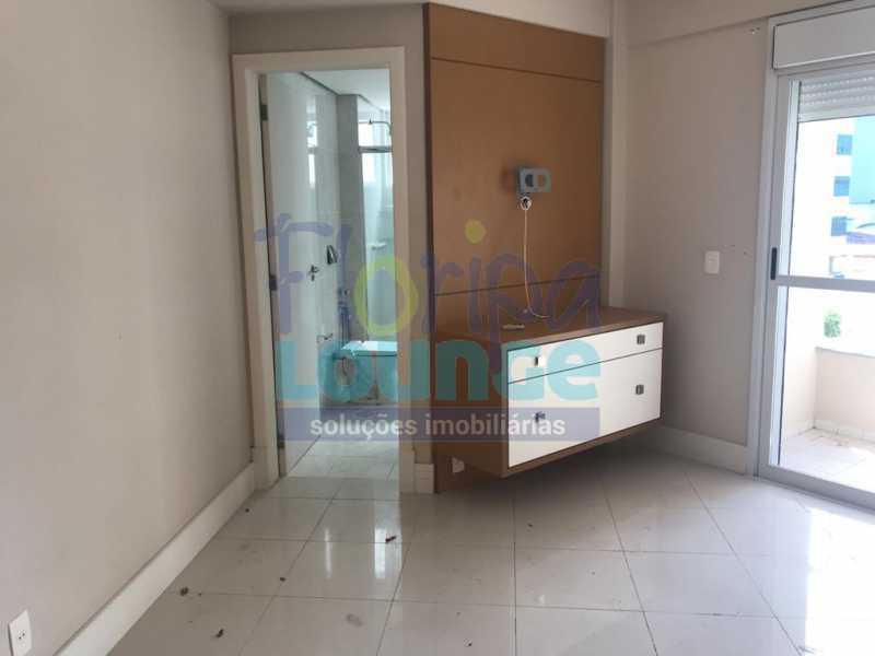 suíte com sacada - Apartamento À venda no bairro Agronômica em Florianópolis, com 3 quartos - AGR3AP 2042 - 7