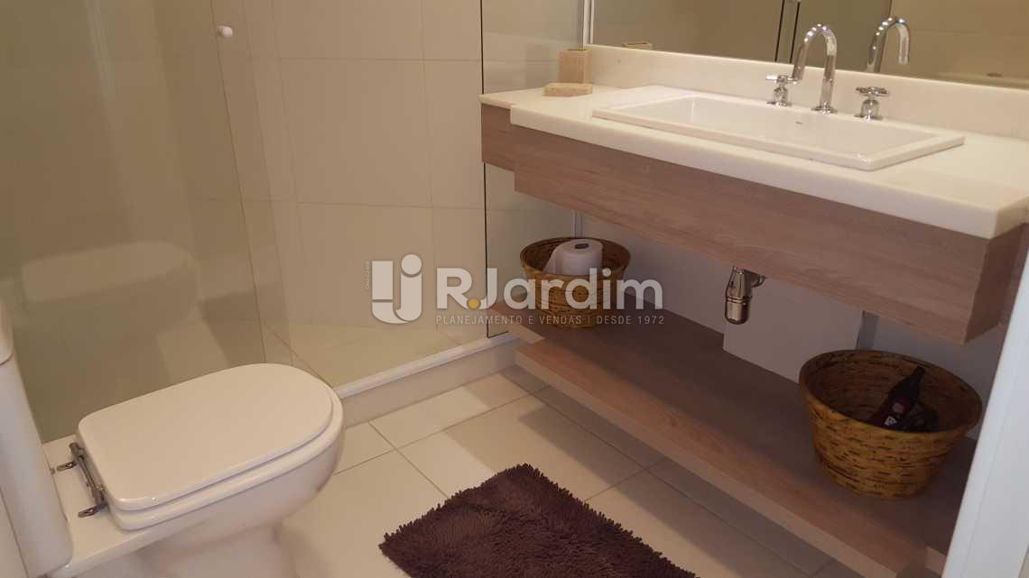 BANHEIRO 1ª SUÍTE - Aluguel Administração Imóveis Flat Ipanema 2 Quartos - AP1471 - 9