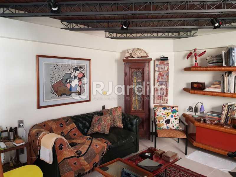 Sala de estar (2º andar) - Cobertura À Venda - Leblon - Rio de Janeiro - RJ - LACO20083 - 10