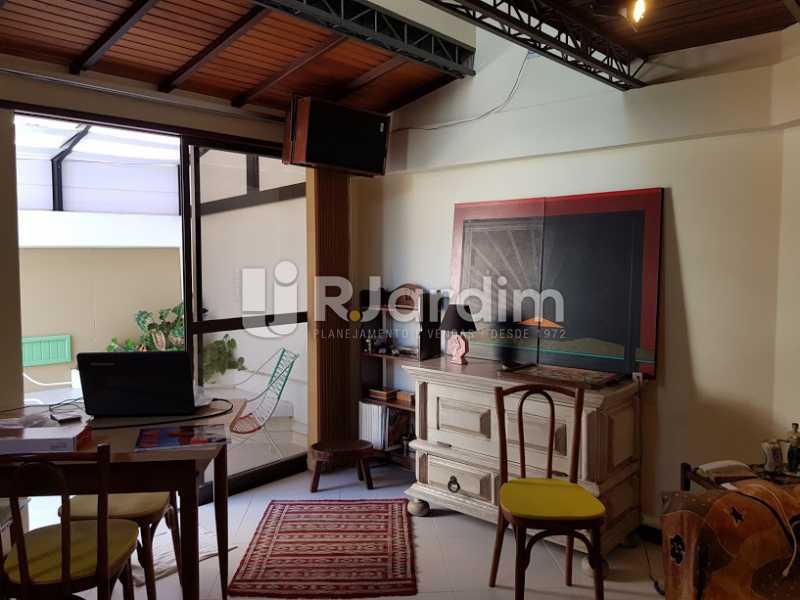Sala de estar (2º andar) - Cobertura À Venda - Leblon - Rio de Janeiro - RJ - LACO20083 - 13